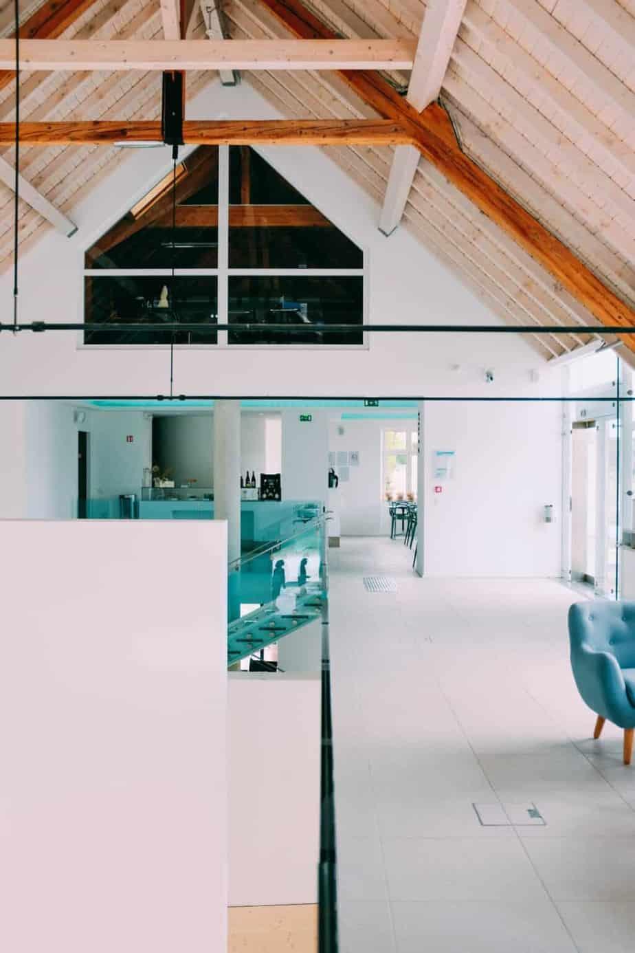 jasny pokój ze skosami | Duszyńska Design