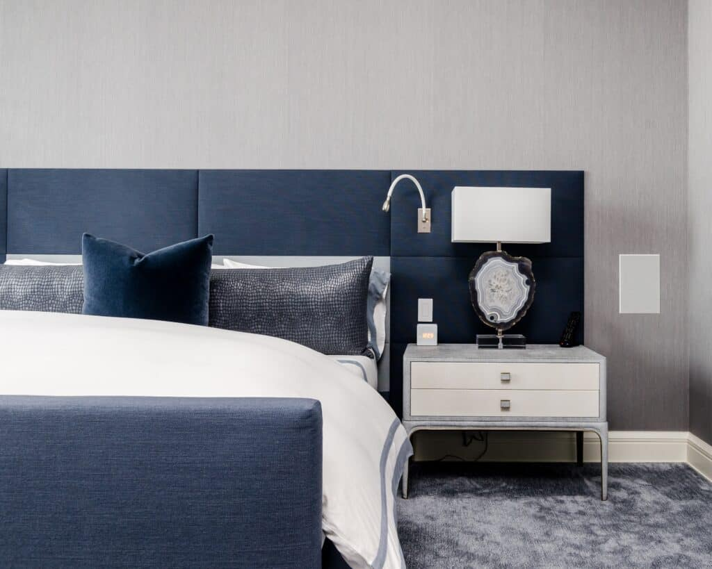 Granatowa sypialnia | Projektowanie wnętrz - Duszyńska Design 4