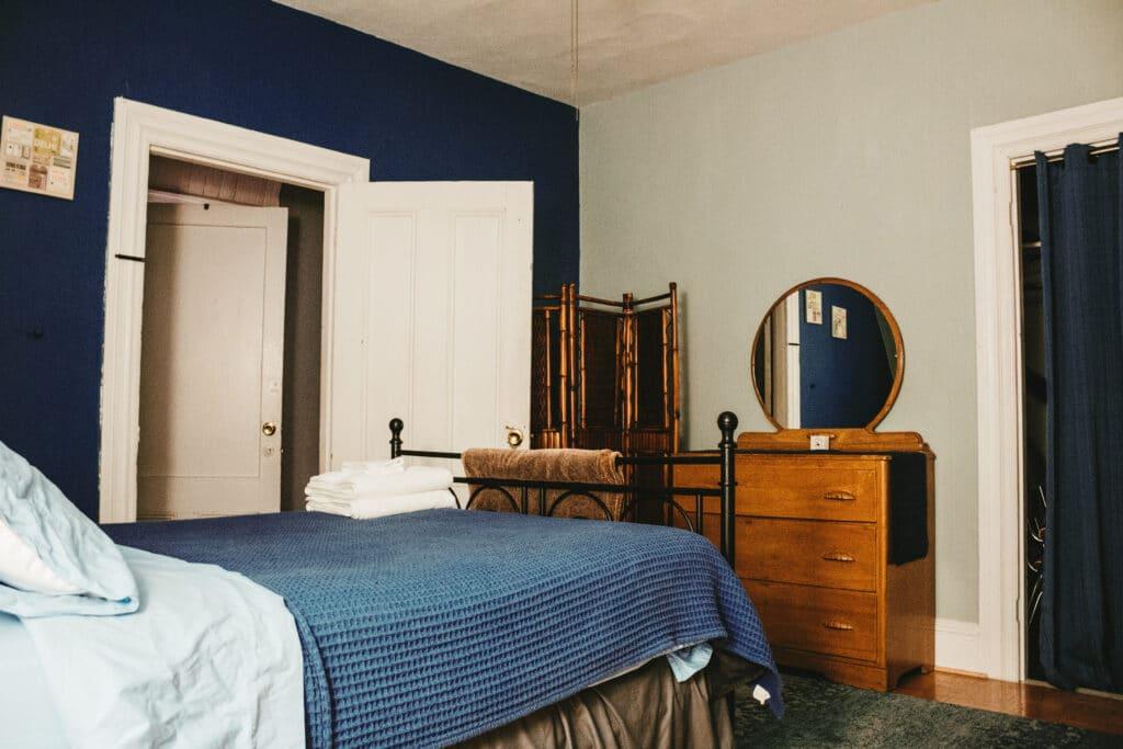 Granatowa sypialnia Projektowanie  wnetrz 4