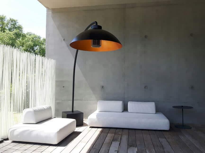 Ogrodowa strefa wypoczynku / ogrzewacz i lampa w jednym