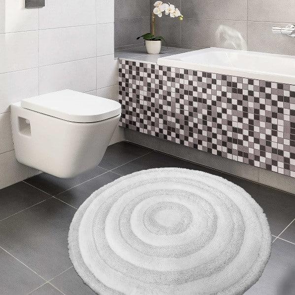 Błyszczący dywan do łazienki