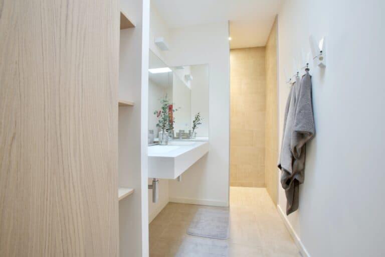 Nowoczesna łazienka / rośliny