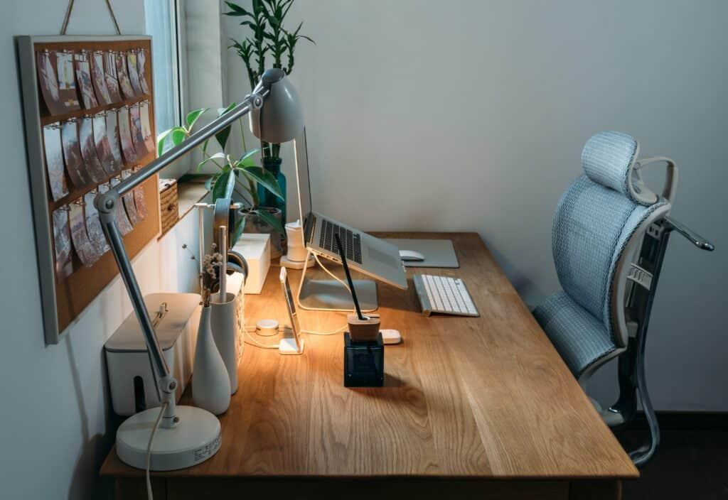 Biurko w pokoju dla ucznia