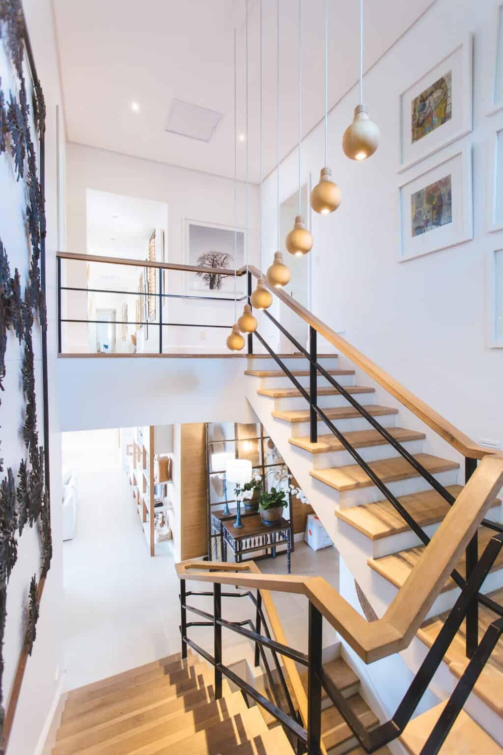 wąski korytarz w domu