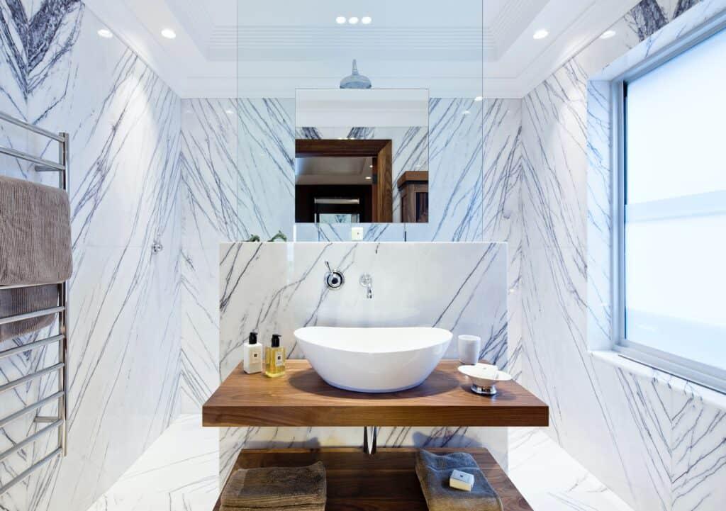 Dekoracyjne płytki ceramiczne w łazience